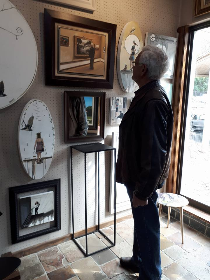 Kobus Kotze looking at Kobus Kotze looking at a painting