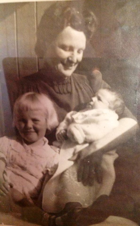 Grandma, Fida Du Plooy with two of her daughters in her arms, not knowing then, that all 3 of them would become artists.