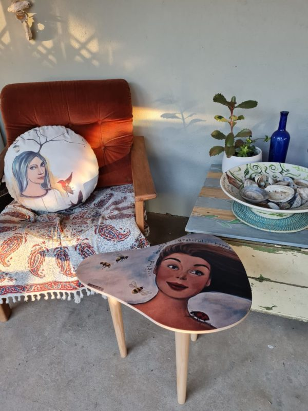 Retro style side table on patio - MKST001
